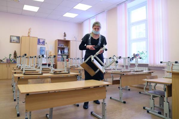 Число закрытых из-за COVID-19 школ в стране увеличилось до 115