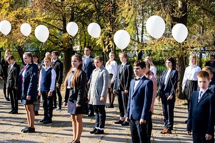 Назван диагноз упавших вобморок налинейке российских школьников