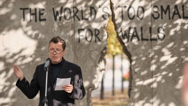Вмосковском парке искусств «Музеон» установили Берлинскую стену